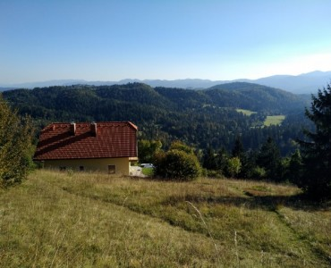 Sell real estate Slovenia | A quality built house with a view and a large plot in Logatec
